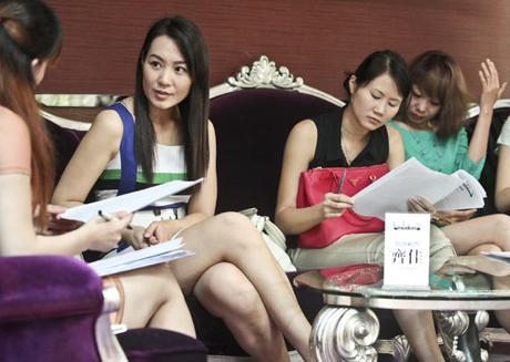 300 thiếu nữ thi tuyển làm vợ triệu phú